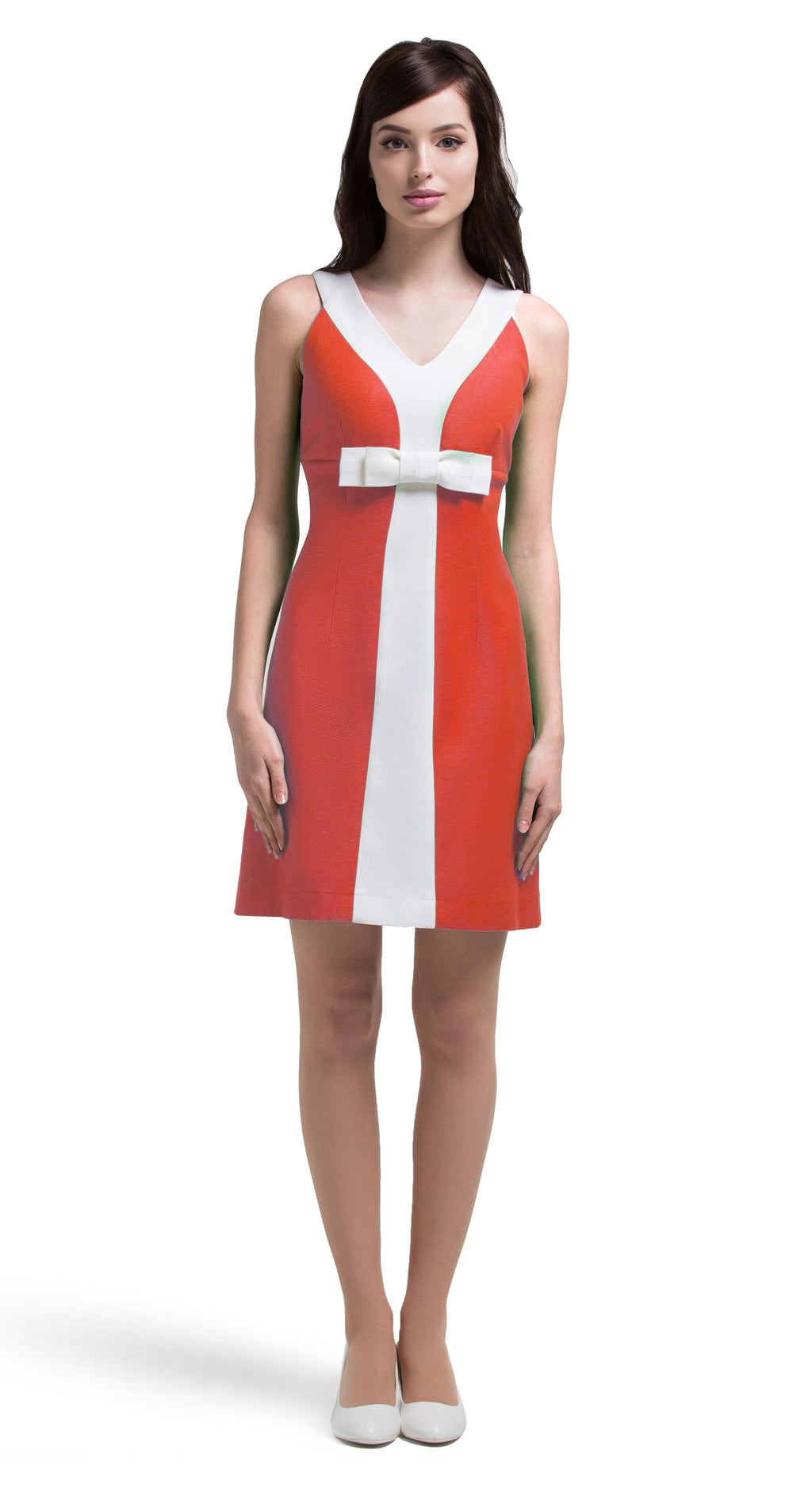 A light, comfortable and confident little entrance maker which is ideal for summer terraces, festivals and big nights out. This fun, slightly a-line dress, with a contrasting white stripe and bow is available in a lovely coral or apple green Italian cotton.  This v-neck dress has unmistakeable retro influence and immediate mod sharpness.