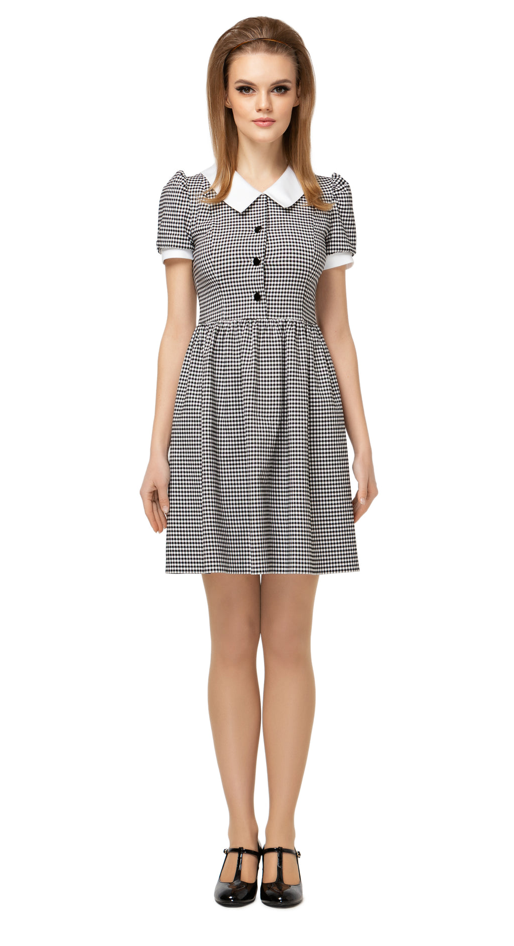 Gingham Spring dress with fitted bodice and gathered skirt. Made of premium quality Italian cotton, with slightly puffed sleeves, four button detailing and classic collar. A casual, effortlessly  comfortable and cool fair weather go-to.