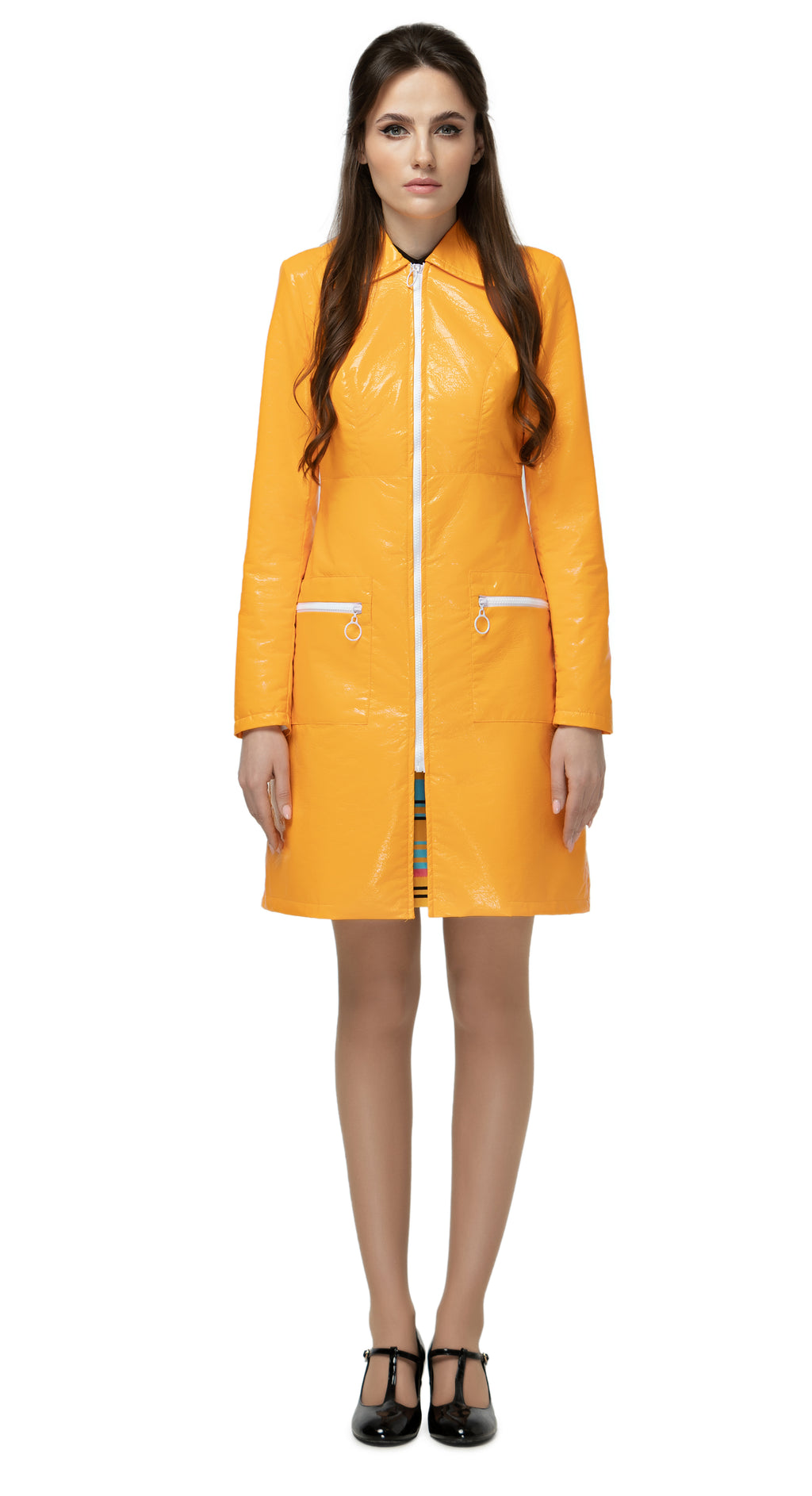 Fairweather, classic 60s water resistant raincoat. Immediately retro-styled front zipper closure and matching pocket closures. Classic medium sized collar.  Also available in black/white.