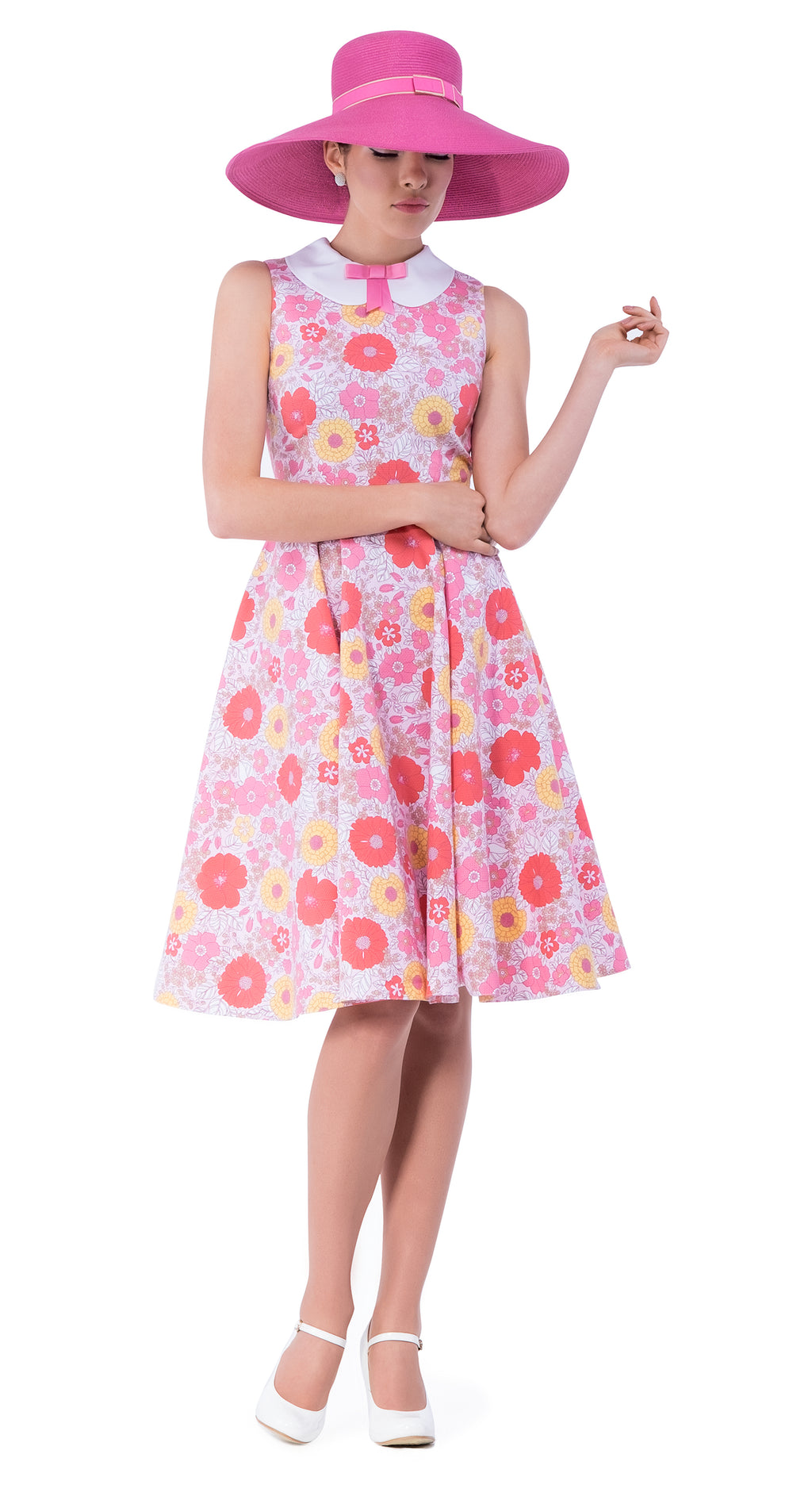 This lively floral vintage style print dress, with its immediately 50s silhouette has a fitted bodice and a full circle skirt. It's a summery style for casual outings as very breathable and comfortable without compromising its striking impression. Also pairs well with vintage hats or scarves, heels or flats for memorable events over the summer when dressing up is the order of the day.  A vintage style peter pan collar with pink ribbon bow adds final attentive detail.