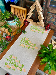Table Runner: Banksia Christmas Tree