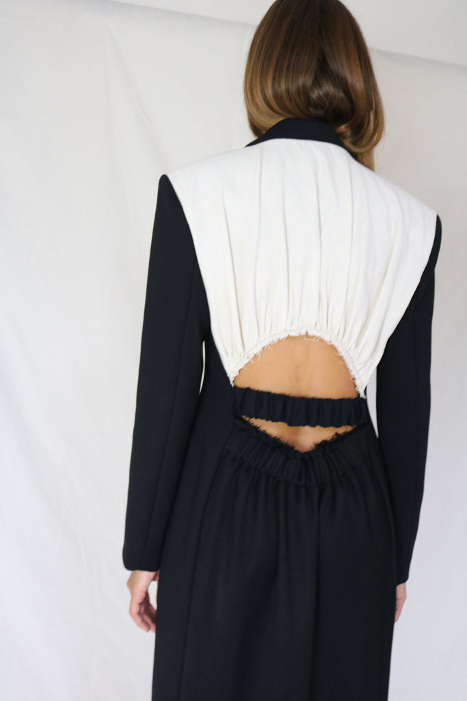 Tailored single breasted long blazer with cut-out back detail