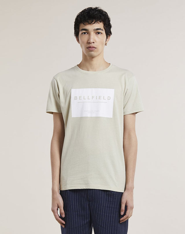 BELLFIELD GOLOF BRAND CARRIER MENS T-SHIRT | STONE