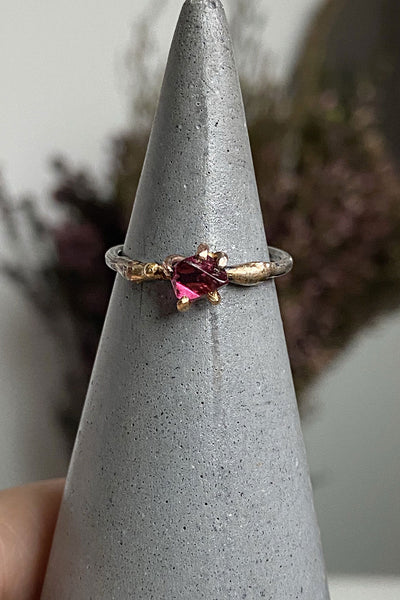 Variance Object Spinel Small Stone Ring