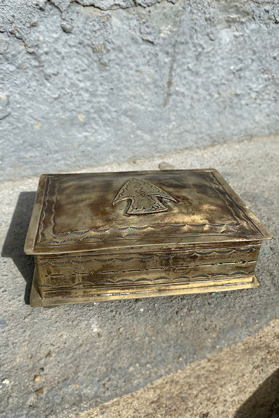 J Alexander Arrow Detail Box