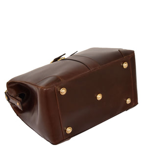 briefcase with bottom stabilisers