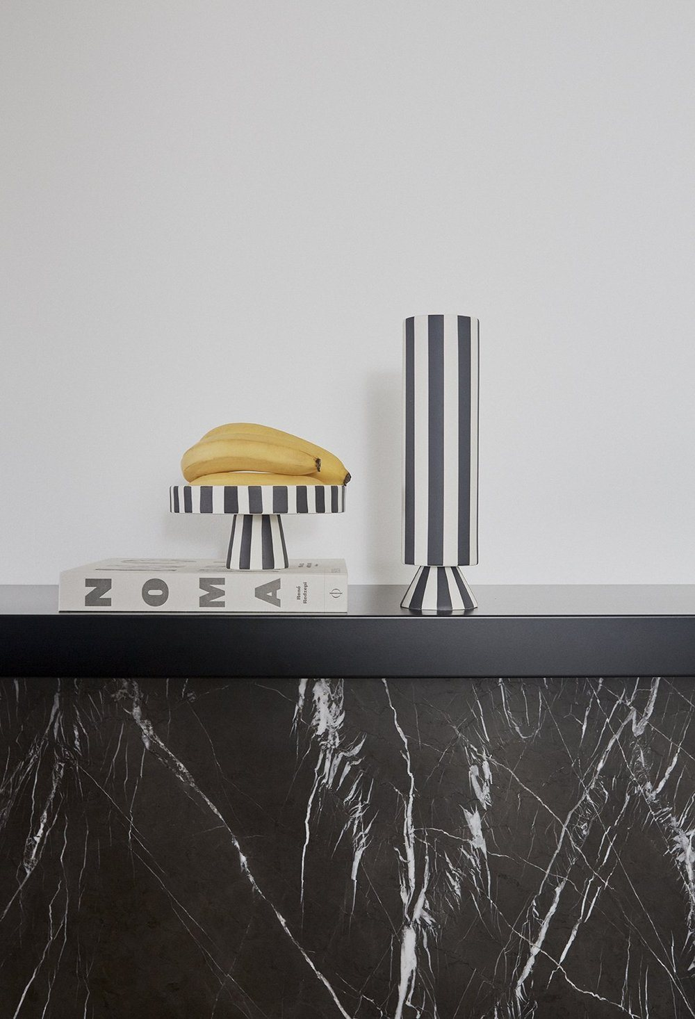 TOPPU VASE - HIGH - WHITE/BLACK vase OYOY