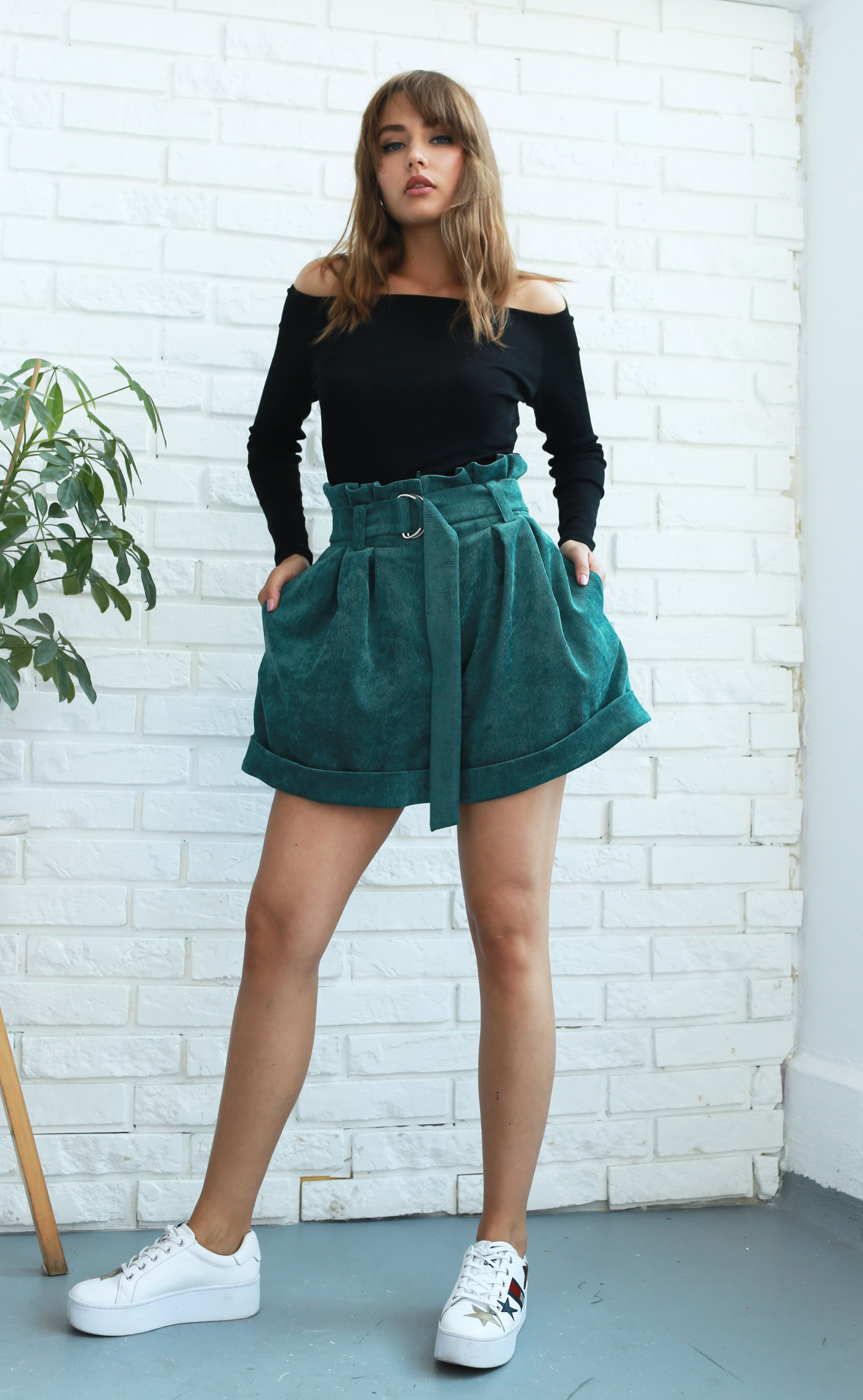 Belted green corduroy wide-leg shorts