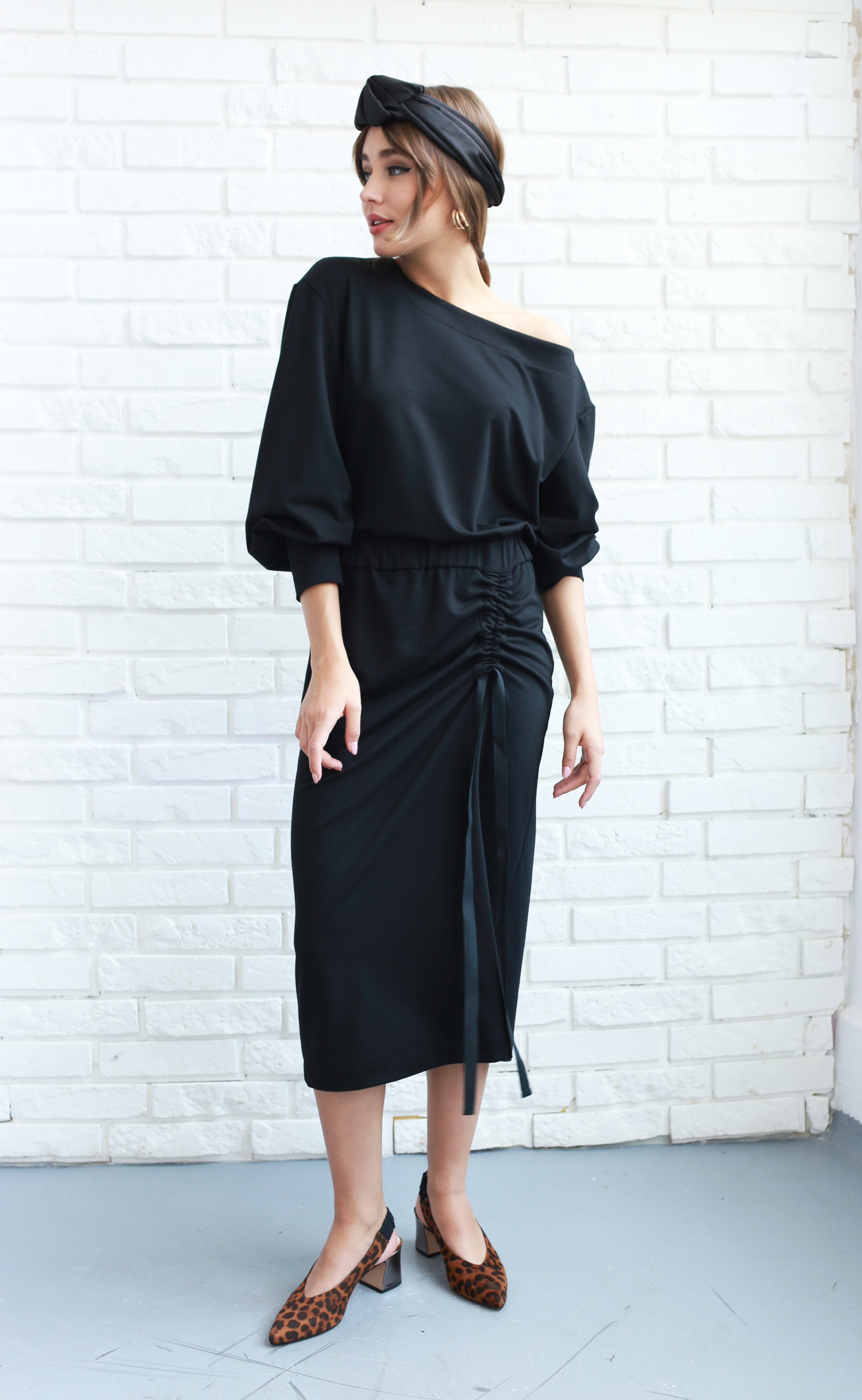 Asymmetric shoulder ruched midi dress