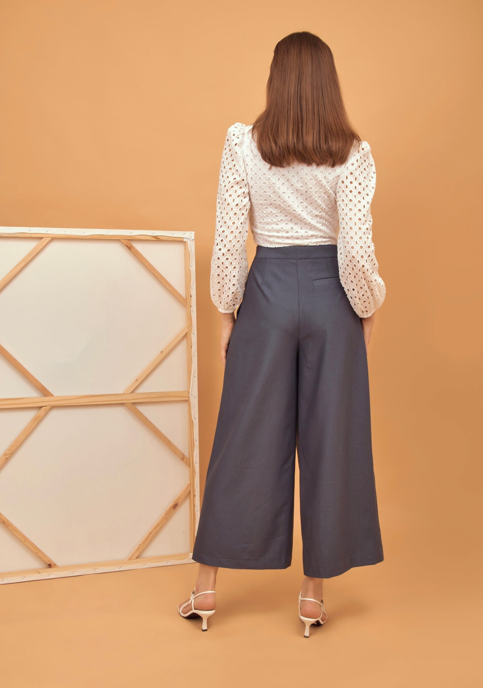 Buttoned grey wide leg pants