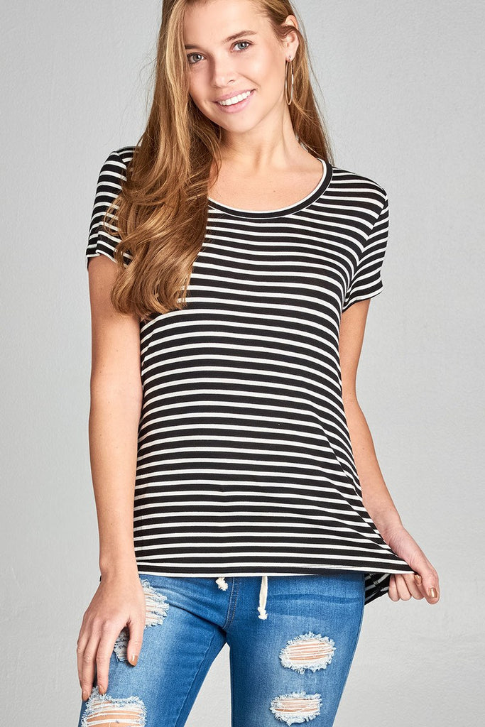 Short Sleeve Scoop Neck Basic Tee in Black and White