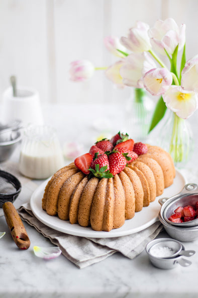 Gluten-Free Vanilla Loaf Cake with Strawberry 🍓