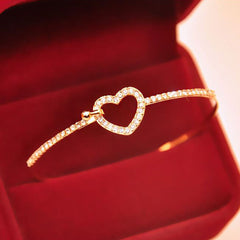 Shopping Mania Elegant Gold Love Heart Bangle