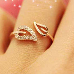 Shopping Mania Gold Leaf Ring