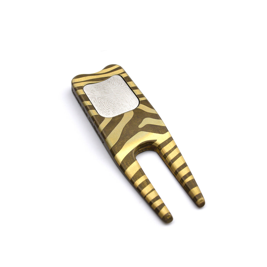 Brigs Divot Tool - Escape the Ordinary