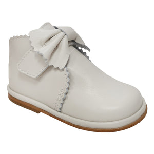 Borboleta Sharon Leather Bow Boots Cream