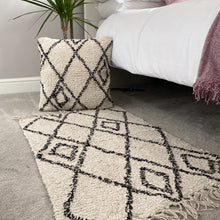Load image into Gallery viewer, Berber Tufted Rug - No Needles Needed Chunky Knits