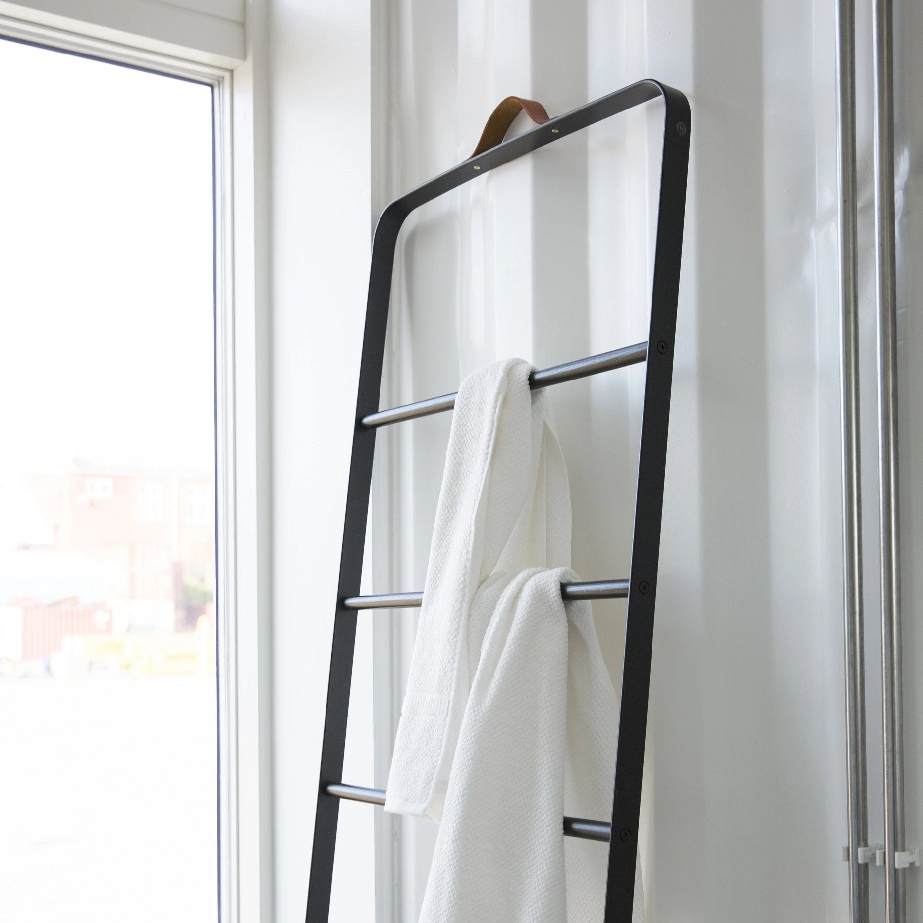 Norm Towel Ladder- Black