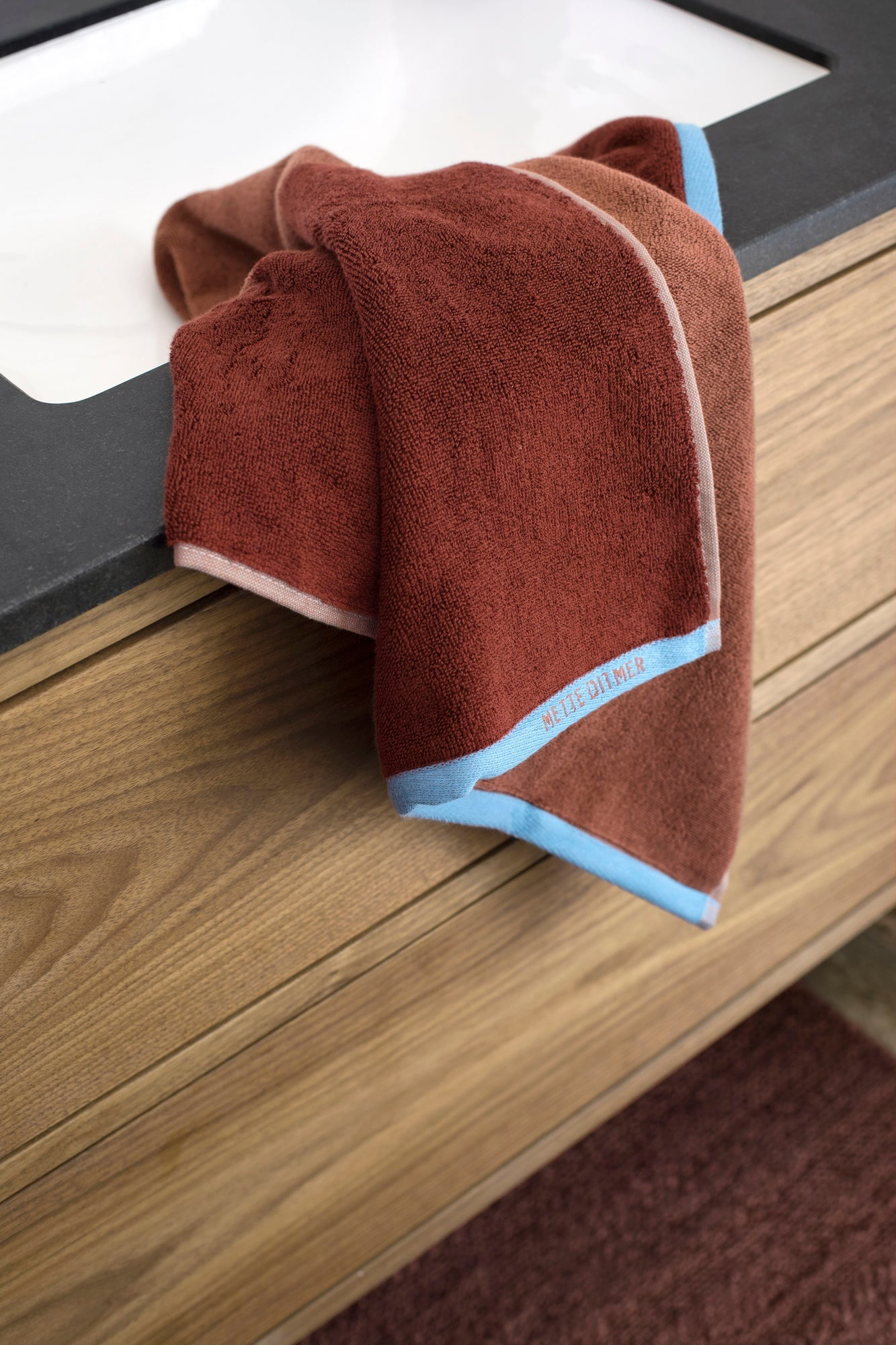 SHADES Hand Towel- Wine
