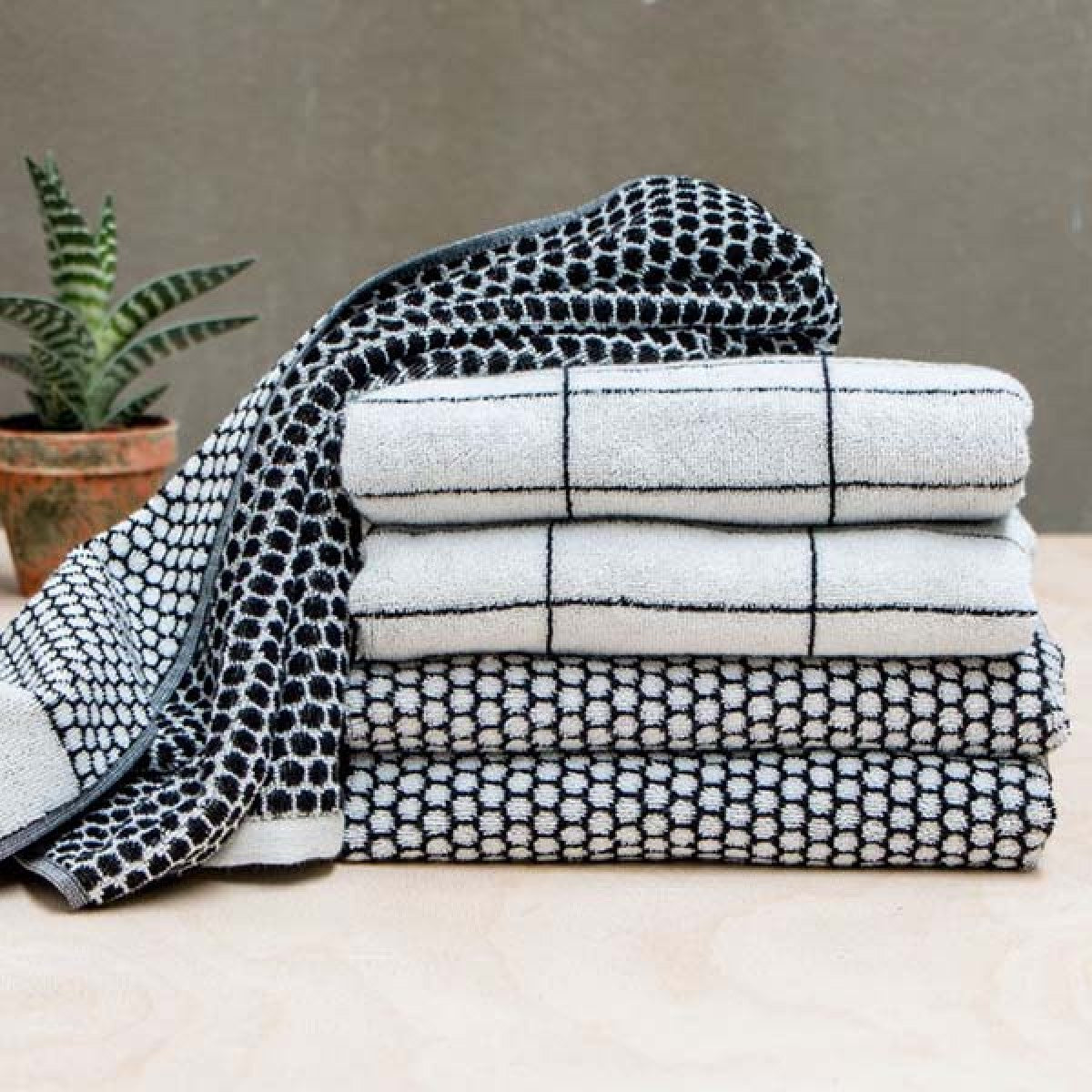 GRID Bath Towel