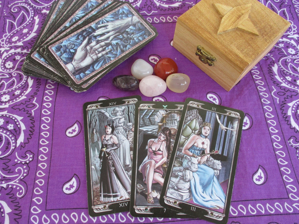 How to Read Tarot Cards: 7 Ideas to Make Tarot Fun