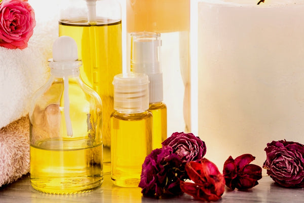 Various types and sizes of containers containing essential oils