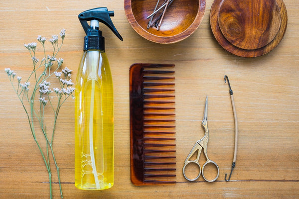 Detangling spray and wide-toothed comb