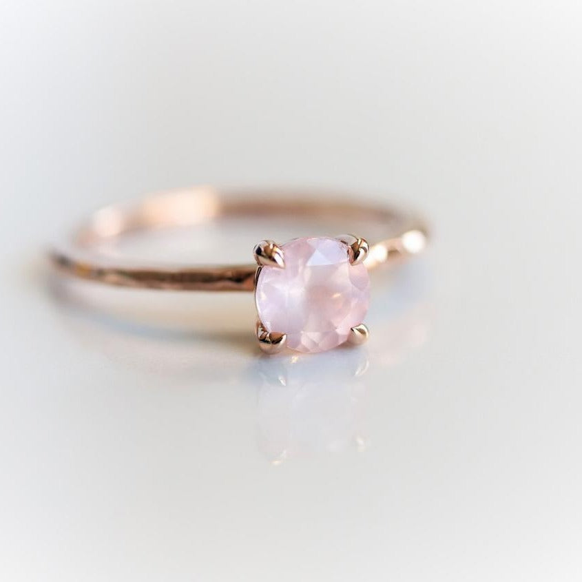 ALVA l 0.7 ct Round Rose Quartz Dainty Solitaire Ring In Hammer Finish