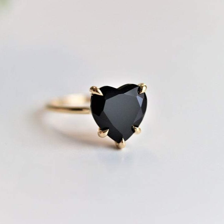 ALVA | 14K Heart Black Onyx Solitaire Ring