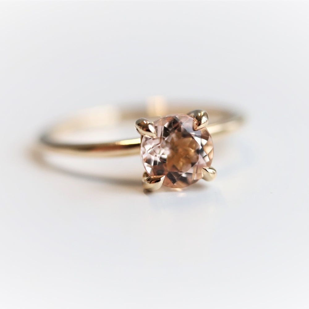 ALVA | 0.7 ct Round Peach Morganite Solitaire Ring