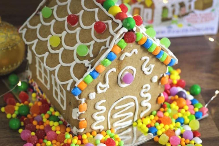 Gingerbread-house-decorating.jpg