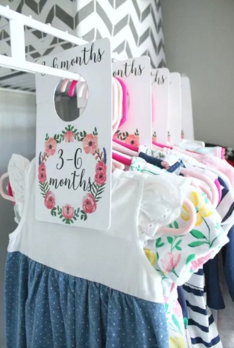 Organise your baby clothes with closet dividers