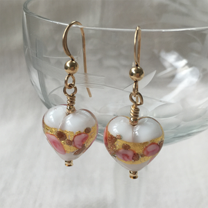 Earrings with pink roses, gold, aventurine and white pastel Murano glass small heart drops
