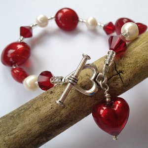 Bracelet with red Murano glass beads, Swarovski© crystals, pearls and heart charm