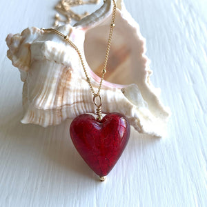 Necklace with red (it. rosso) Murano glass medium heart pendant on gold chain