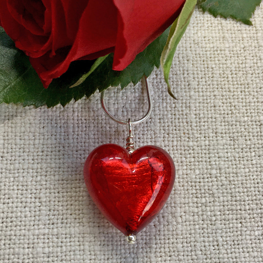 Necklace with red (it. rosso) Murano glass medium heart pendant on silver chain