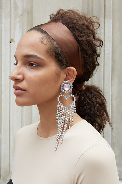 girl wearing waterfall earrings from safsafu