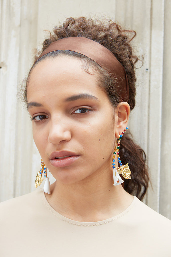 girl wearing calla earrings from safsafu