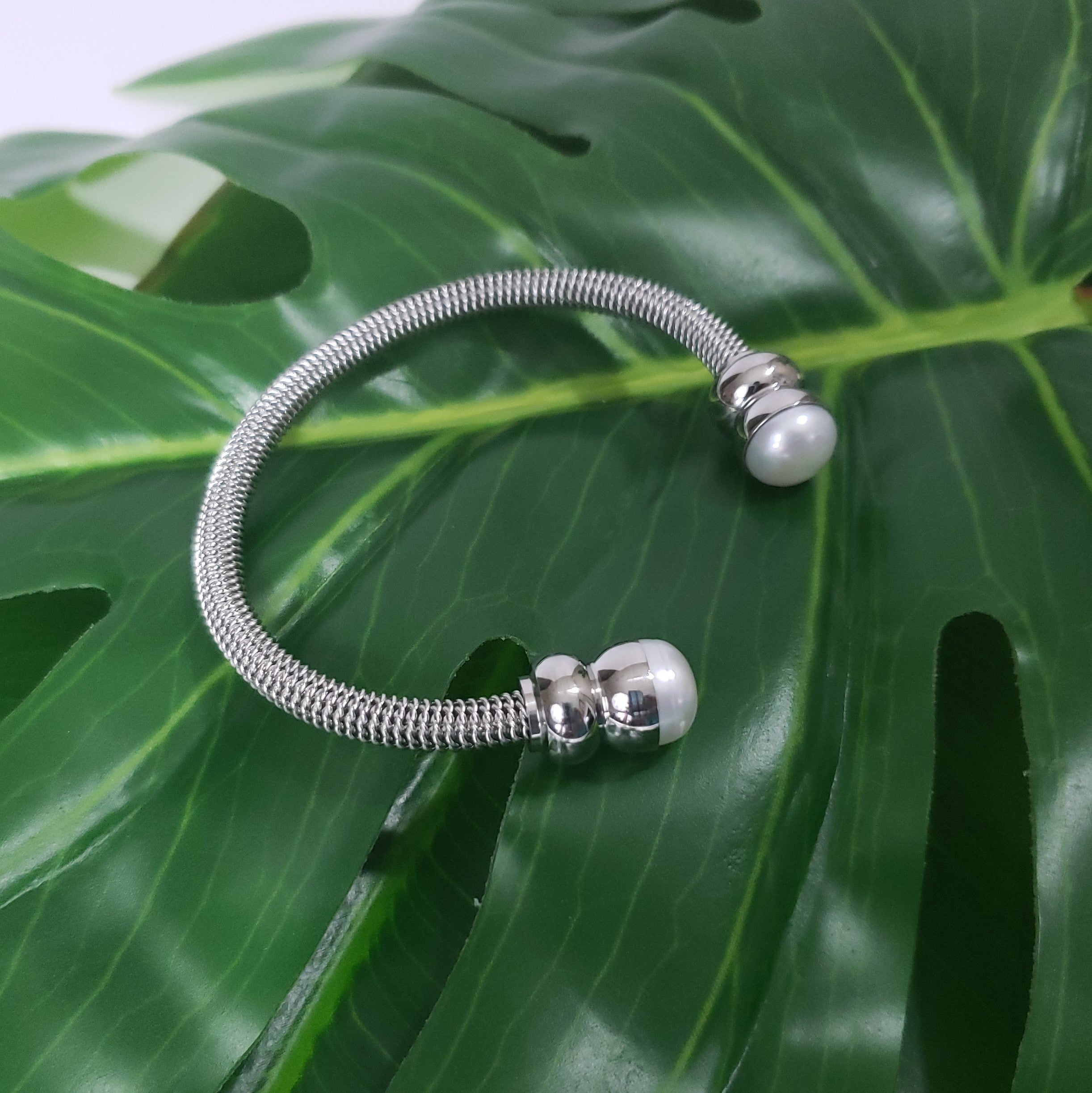 Freshwater Pearl Stainless Steel Twisted Cuff 9.5-10mm (7.50 in) - Houzz of DVA Boutique
