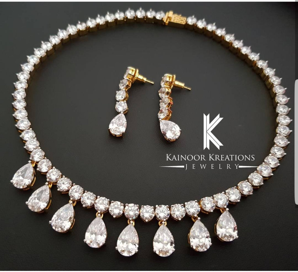 SLEEK DIAMOND SET