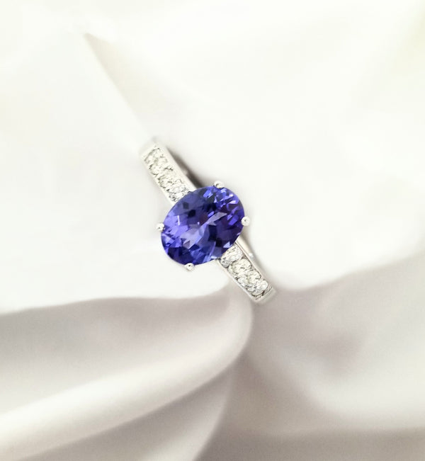 Tanzanite and Diamonds RIng