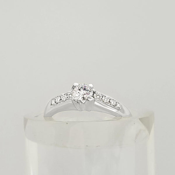 18 kt White Gold Diamond Engagement Ring in Four Claw Setting