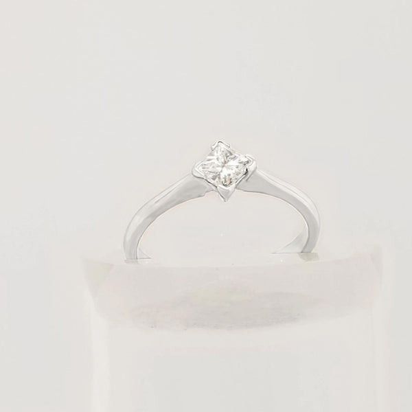 18 kt White Gold Four Claw Solitaire Princess Cut Diamond Ring