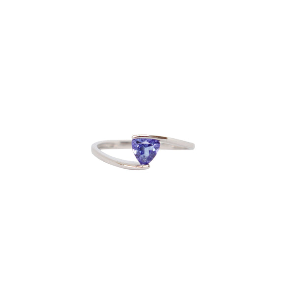 9 kt White Gold Solitaire Trillion Tanzanite ring