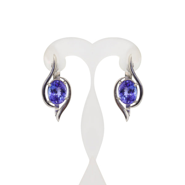 18 kt White Gold Tanzanite Earrings