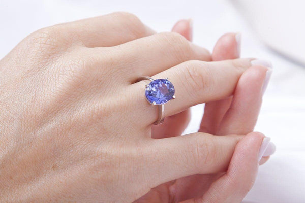 18 kt White Gold and Oval Tanzanite Ring - Cape Diamond Exchange