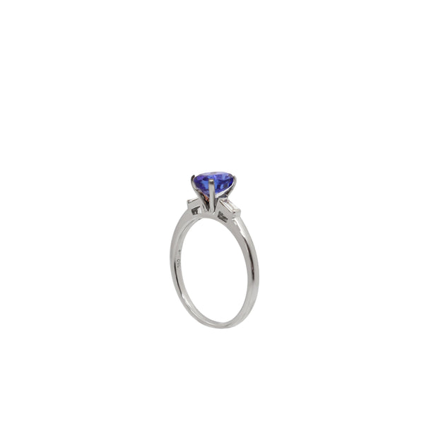 Tanzanite and Diamond Ring set in White Gold