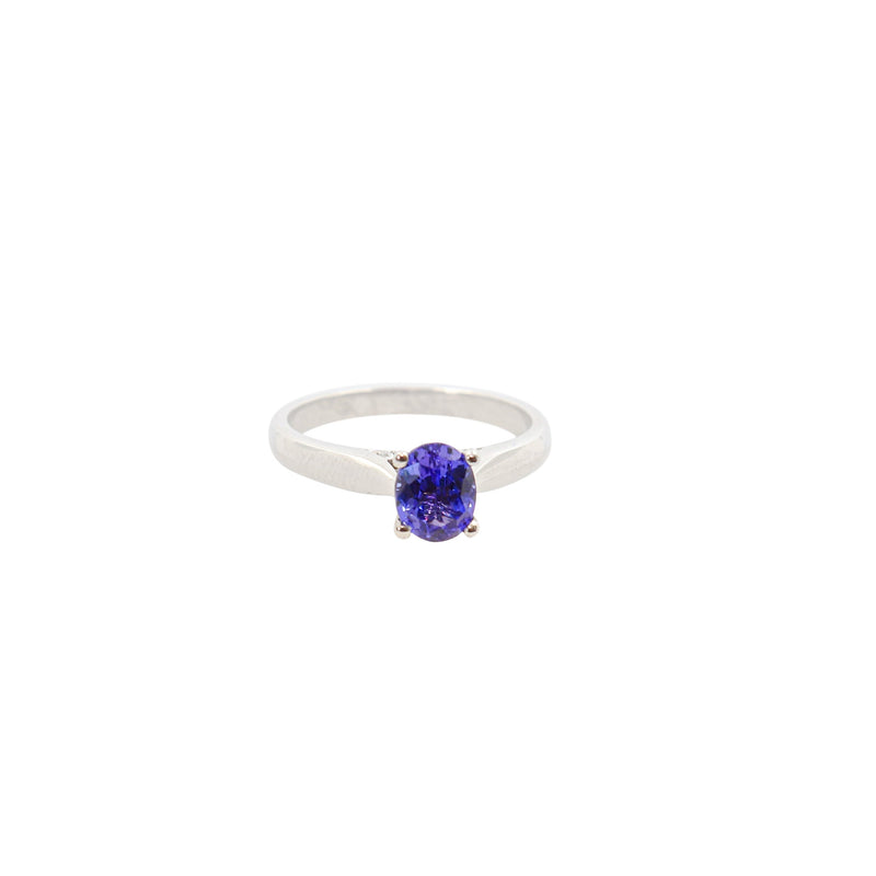 Oval Tanzanite set in White Gold ring