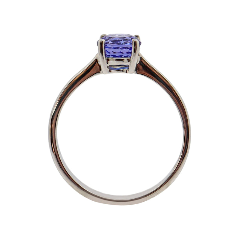 Round cut Tanzanite Solitaire Ring set in 18 kt White Gold
