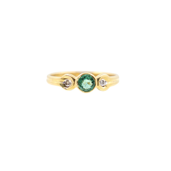 Green Beryl and Diamond Ring set in 18 kt Yellow Gold